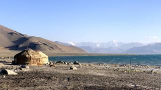 Юрт у озера Каракуль, Таджикистан