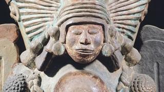 Brasero que muestra una representación de la diosa del maíz Xilonen.