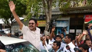 ஆர்.கே. நகர் ஆரவாரம்: அரியாசனத்துக்கு அச்சாரமா?