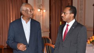 Obbo Daawud Ibsaa (B) fi Obbo Lammaa Magarsaa (M)