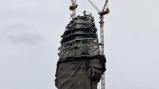 مجسمے کو دیکھنے کے لیے ایک الگ سے مینار بھی تعمیر کیا جا رہا ہے