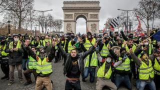 تلاش دولت فرانسه برای مهار اعتراضها