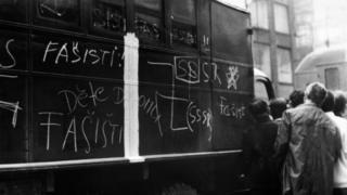 Жители Праги назвали советских военных фашистами