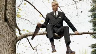 شاخ پر بیٹھ کر اسی شاخ کو نہیں کاٹتے