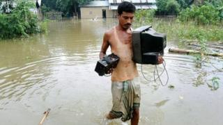 Sông Brahmaputra thường ngập nặng vào mùa mưa gây thiệt hại lớn ở Đông Bắc Ấn Độ và Bangladesh