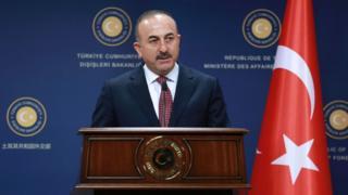 Dışişleri Bakanı Çavuşoğlu bakanlık kürsüsünde konuşuyor.