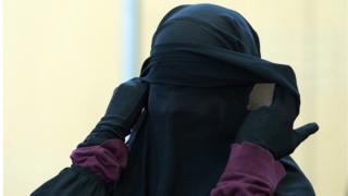 انتحارية من تنظيم الدولة الاسلامية