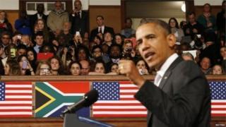 Le président Barack Obama, s'adressant en juin 2013 à des étudiants de l'Université de Cape Town, en Afrique du Sud, leur demande de sauvegarder l'héritage de Nelson Mandela.