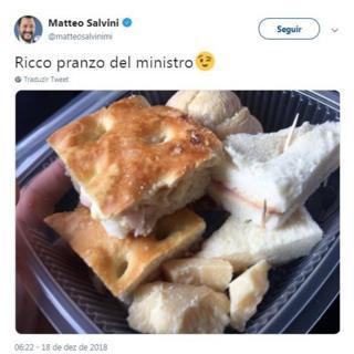 Postagem de Salvini no Twitter em que mostra sanduíche