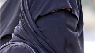 Mwanamke aliyevalia burka