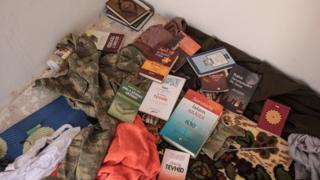 Книги и документы, брошенные боевиками ИГ