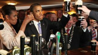 US President Barack Obama and First Lady Michelle Obama drink Guinness in Ireland in 2011