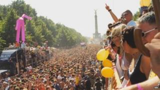 Сцена с берлинского Love Parade