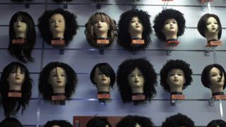 Les perruques et extensions de cheveux