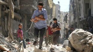 الحكومتان السورية والروسية تنفيان استهداف المدنيين في حلب
