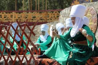 Койдун жүнүн кыргыздар боз үйдүн кийизине, шырдакка, кийим кече жасаганга кеңири колдонгон