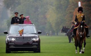 Queen Elizabeth inspects The King's Troop Royal Horse Artillery during the The King's Troop Royal Horse Artillery 70th parade in Hyde Park in London, 19 October 2017.
