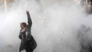 متظاهرة إيرانية