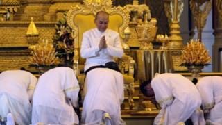 สถาบันกษัตริย์กัมพูชามักถูกมองว่ามีบทบาทเป็นเพียงสัญลักษณ์ของชาติ