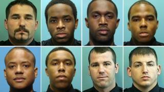 این هشت افسر پلیس همگی در دادگاه به اتهام اخاذی، خرید و فروش غیرقانونی سلاح و مواد مجرم شناخته شدهاند