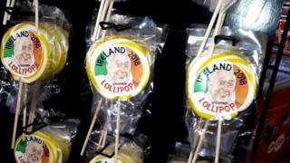 Pope in Ireland: From 'lollipopes' to bunting » News agency Vector