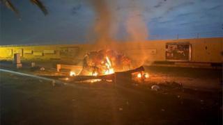 یکی از خودروهای مورد حمله قرار گرفته در فرودگاه بغداد