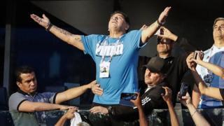 Maradona không ngần ngại bày tỏ cảm xúc của mình.