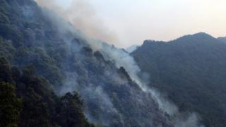 Smoke coming out from the forest at Mandakhal near Pauri in Uttrakhand (02 May 2016)