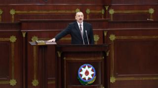 İlham Əliyev, andiçmə mərasimi, quran, konsitutsiya, əlini basır, prezident