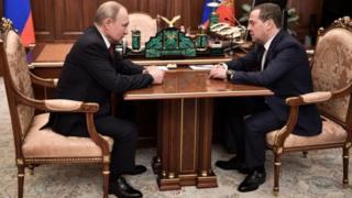 Vladimir Putin Dmitry Medvedyev RUsiyada hökumət istefa verib Rusiya Moskva