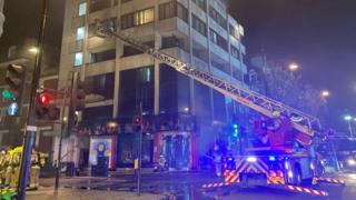 London fire Oxford Street closed