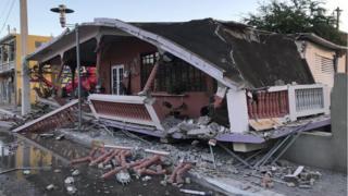Una casa colapsada después de un terremoto en Guanica.