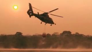 Helicóptero con agua