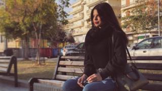 Zoe Babaolou genç Yunanların 2015'te ideolojik kaygılarla oy verdiğini fakat bunun bir faydasını görmediklerini söylüyor