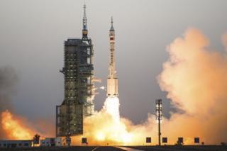 Dayax-gacmeedka Shenzhou-11 oo aroornimadii Isniinta laga ganay Gansu, woqooyiga Shiinaha