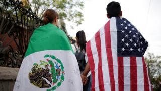пар са мексичком и америчком заством након напада у ел пасу