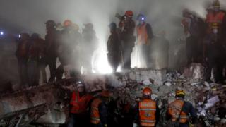 Rescue workers on a collapsed building in the Obrera neighbourhood in Mexico City, September 20, 2017