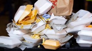 음식물 쓰레기는 소비자와 소매상의 실천으로 줄일 수 있다