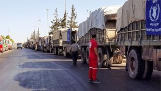 Des convois d'aide humanitaire près de la ville syrienne d'Alep