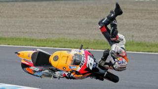 La caída en Motegi no fue la primera que sufrió Pedrosa en el circuito japonés, donde también sufrió un accidente en 2007.
