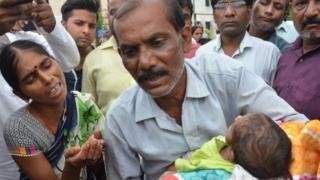 கோரக்பூர் அரசு மருத்துவமனையில் மீண்டும் 42 குழந்தைகள் மரணம்