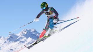 Sabrina Simader din Kenya concurează în Slalomul feminin în timpul campionatului FIS alpin al schiurilor mondiale la 18 februarie 2017 în St Moritz,