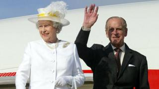 Queen and Duke of Edinburgh arrive in Australia
