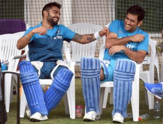 Indian cricket players Virat Kohli (L) and captain Mahendra Singh Dhoni (R) share a lighter moment during a training session ahead of their 2015 Cricket World Cup quarter-final match against Bangladesh in Melbourne on March 18, 2015.