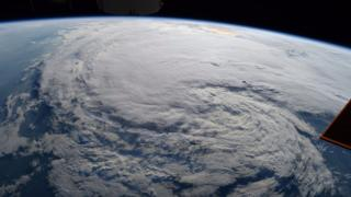 La tormenta tropical Harvey vista desde el Estación Espacial Internacional de la NASA.