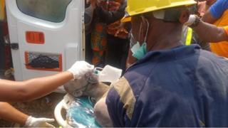 Di man wey survive di building accident dey get medical treatment