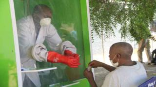 A patient who is suspected of suffering from COVID-19 coronavirus undergoes testing at the University of Maiduguri Teaching Hospital isolation centre on May 10, 2020. - Nigeria, Africa's most populous nation, has confirmed 3,912 infections and 117 deaths from the novel coronavirus.
