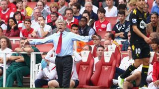 Le technicien français a dirigé 734 matches à la tête d'Arsenal, obtenant 427 victoires, 179 nuls et 128 défaites, soit un taux de succès de 58,2%.