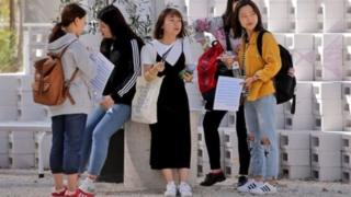 中國留學生經常收到有關代寫論文的廣告和宣傳。