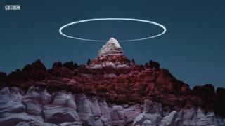 Fotógrafo usa drone para criar 'anéis de luz' sobre paisagens naturais; veja